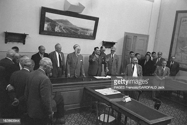 The Algerian Assembly In 1955 Le 27 mai 1955 en Algérie les membres de l'Assemblée algérienne derrière un bureau de gauche à droite deux hommes non...