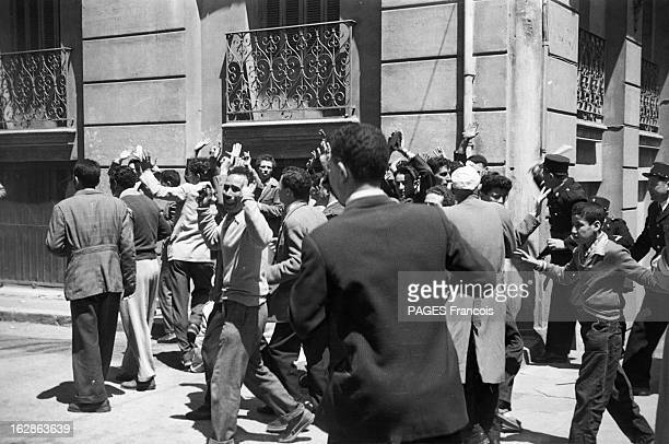 suites du quadrillage de la Casbah d'Alger et des rafles depuis le 26 mai qui ont mobilisé 6 000 hommes et où 4480 suspects ont été arrêtés pour être...