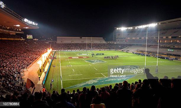 The All Blacks and the Springboks face off during the Haka 'Kapo O Pango' prior to the TriNations match between the New Zealand All Blacks and South...