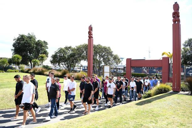 NZL: All Blacks visit Mataatua Marae