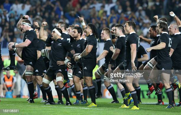 The All Blacks perform the Hake during the Rugby Championship match between Argentina and the New Zealand All Blacks at Estadio Ciudad de La Plata on...