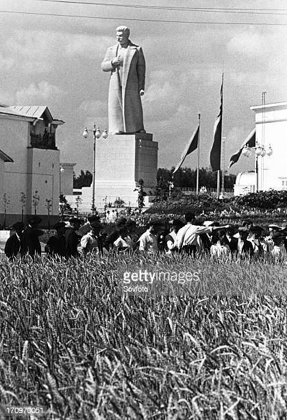 The allunion agricultural exhibition in moscow august 1939 visitors to the exhibition examining specimens of a couchgrass / wheat hybrid at the...