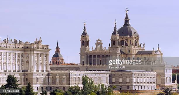 the almudena cathedral - madrid royal palace stock pictures, royalty-free photos & images
