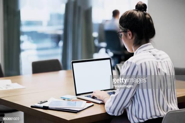 die ehrgeizige sind immer beschäftigt - schwarzes haar stock-fotos und bilder