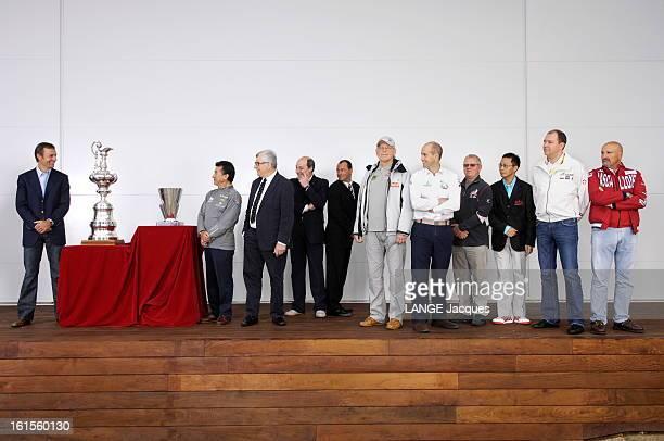 Bosses Photo réunissant les patrons des différentes équipes en compétition pour la Louis Vuitton Cup 2007 le 'defender' Ernesto BERTARELLI qui a...