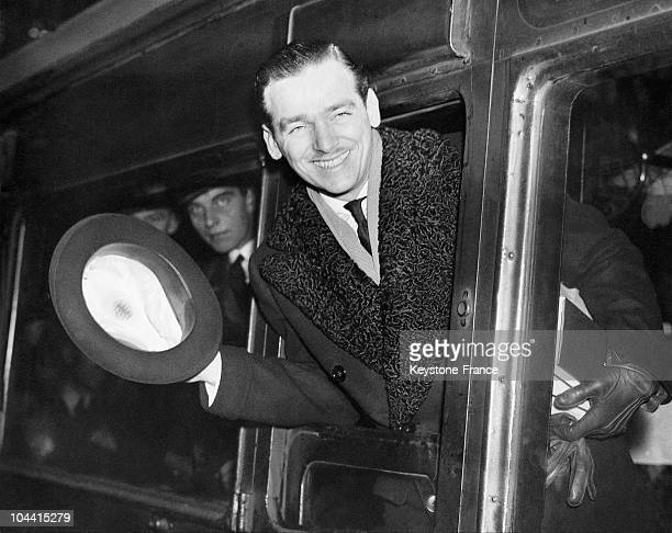 The American actor Douglas FAIRBANKS Jr. At the Waterloo station in London, bidding farewell from the train taking him to the United States on...