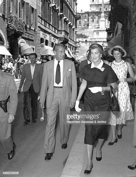 The American actor Gary Cooper with the American actress and wife Veronica Balfe and the daughter Maria Cooper walking along Via dei Condotti Rome...