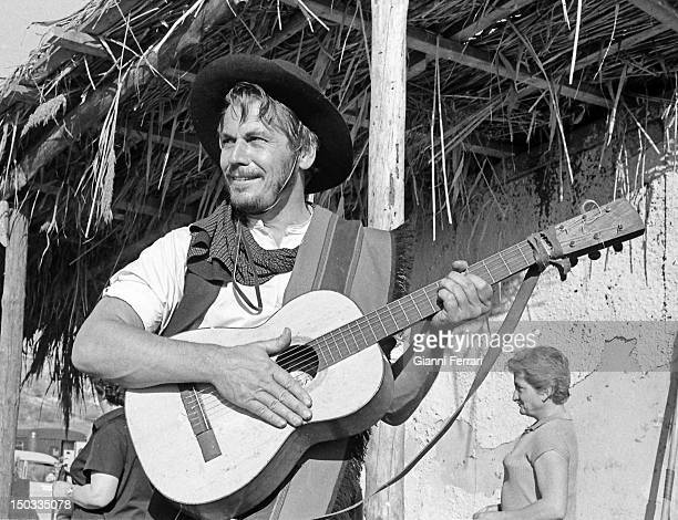 The American actor Ron Randall during the filming of the movie 'Wild Pampa' Almeria Spain