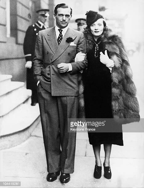 The American actors Douglas FAIRBANKS Junior and Marlene DIETRICH in London during a filmset in the Denham studios in 1937.
