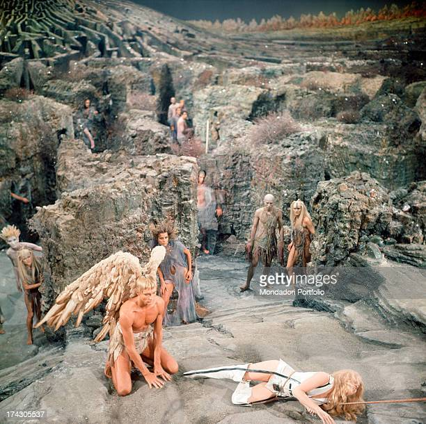 The American actors John Phillip Law and Jane Fonda on a rocky scenery with extras are playing in a scene of Roger Vadim's Barbarella Fonda has the...