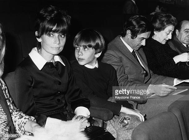 The American actress Audrey HEPBURN, her son Sean FERRER and Andrea DOTTI, her second husband at the Sistina Theater in Rome around 1970.