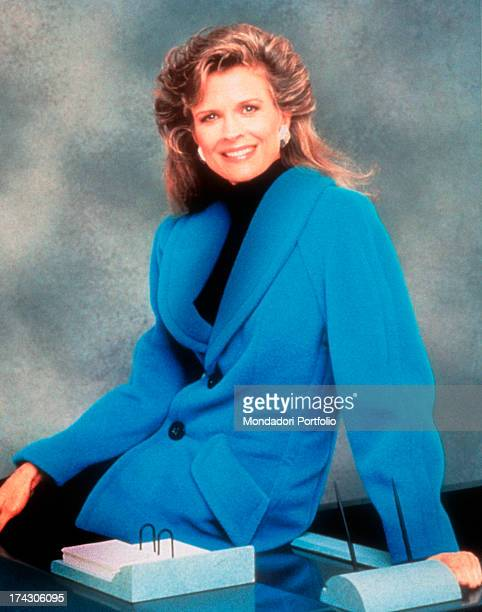The American actress Candice Bergen poses dressing the part of the journalist Murphy Brown the protagonist of the homonymous situation comedy created...