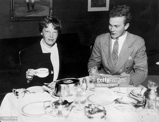 The American Aviator Amelia Earhart Having Breakfast In A Hotel With His Stepson David B Putnam Studying At The Brown University On July 11 1932 In...