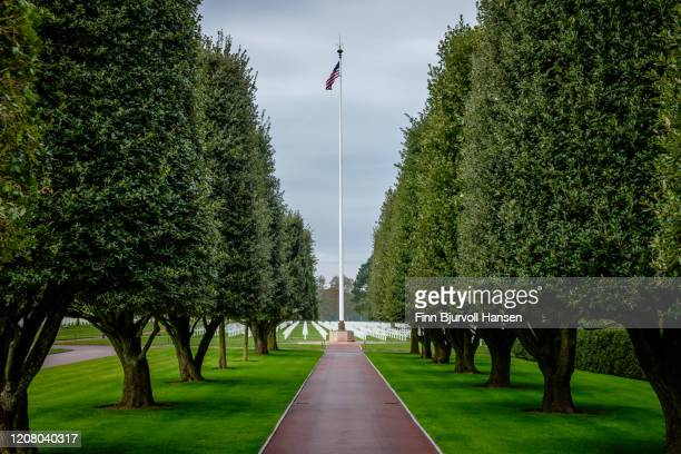 the american cemetery at omaha beach, normany france. - finn bjurvoll stock pictures, royalty-free photos & images