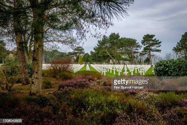 the american cemetery at omaha beach, normany france. - finn bjurvoll stockfoto's en -beelden