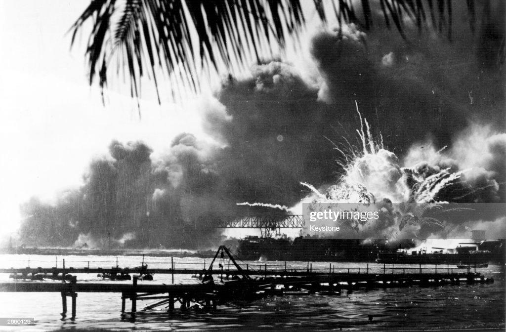 Destroyer Explodes : News Photo