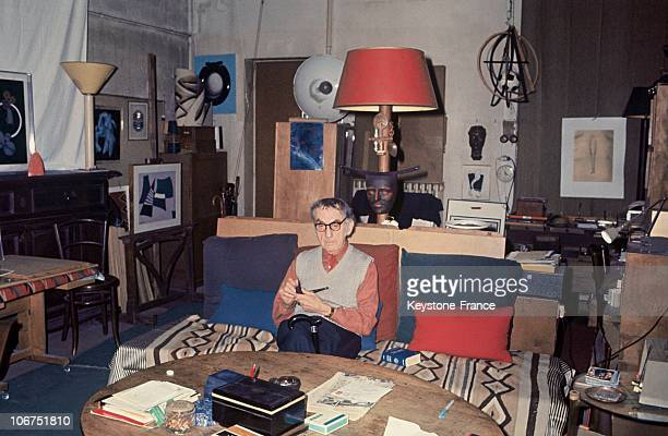 The American Painter And Photographer Man Ray In His Paris Apartment Among His Paintings, Sculptures And Artworks On April 20, 1970.