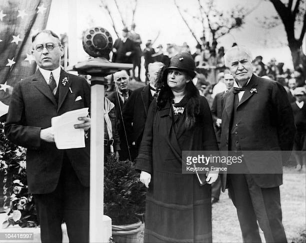 The American Physicist Thomas Edison Inventor Of The Incadescent Lightbulb And His Wife Mina Edison Attending A Ceremony Given In Honor Of The...