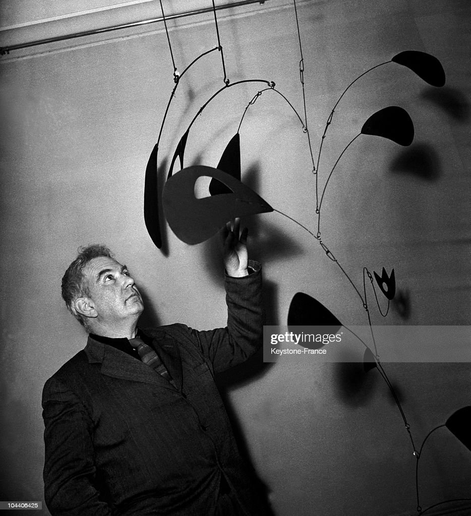 Alexander Calder And One Of His Sculptures At The Louis Carre Gallery In Paris 1946 : News Photo