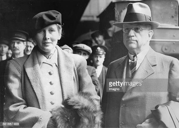 The American Secretary of the Interior Harold LeClair Ickes with his wife Jane Dahlman during their honeymoon in London Peddington station 26th May...