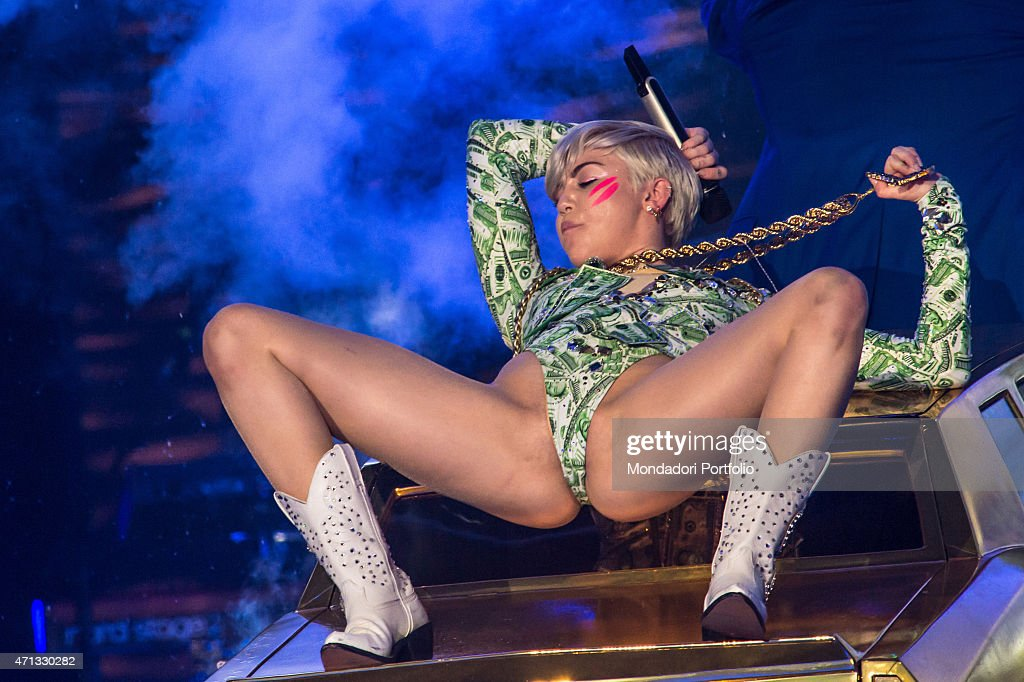 Miley Cyrus in concert : News Photo