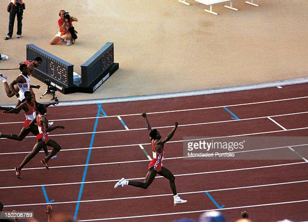 The American sprinter and long jumper Carl Lewis exulting after winning the 100 metres final race at Los Angeles Olympics Behind him the American...