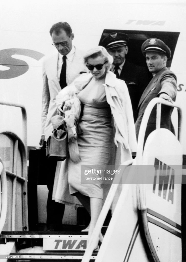 Marilyn Monroe And Arthur Miller Arriving At London Airport : News Photo