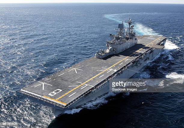 the amphibious assault ship uss makin island in the gulf of mexico. - aircraft carrier stock pictures, royalty-free photos & images