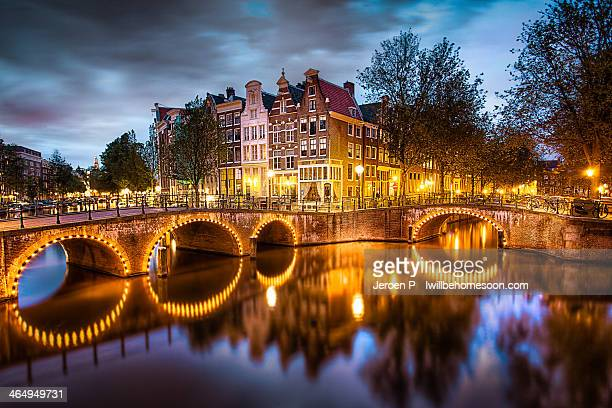 the amsterdam canals by night - amsterdam stock pictures, royalty-free photos & images