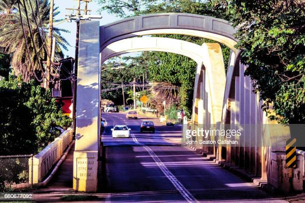 the anahulu stream bridge at haleiwa - haleiwa - fotografias e filmes do acervo