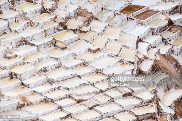 the ancient salt ponds of maras, urubamba valley, peru - provinz cusco stock-fotos und bilder