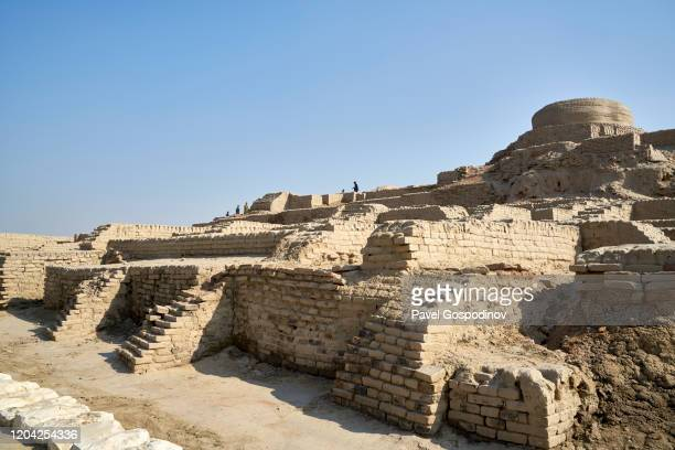 the ancient stupa - one of the best preserved parts of mohenjo daro in pakistan - archaeology stock pictures, royalty-free photos & images