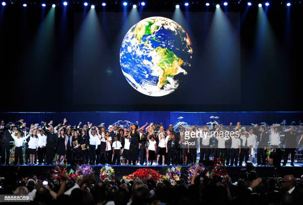 The Andrae Crouch singers Andrae and Sandra Crouch Youth choir along with the Jackson family and guests sing 'Heal the World' during the Michael...