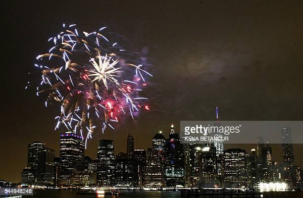 TOPSHOT The annual Macy's 4th of July fireworks illuminate the night sky in New York on July 4 2016 / AFP / KENA BETANCUR
