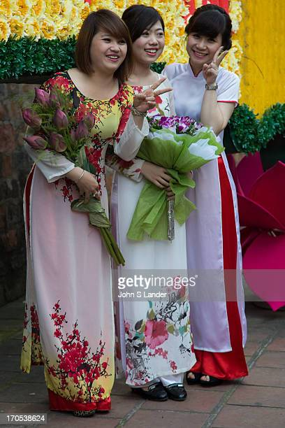 The ao dai is now most commonly worn by women In its current form it is a tight fitting silk tunic worn over pants The word ao dai was originally...
