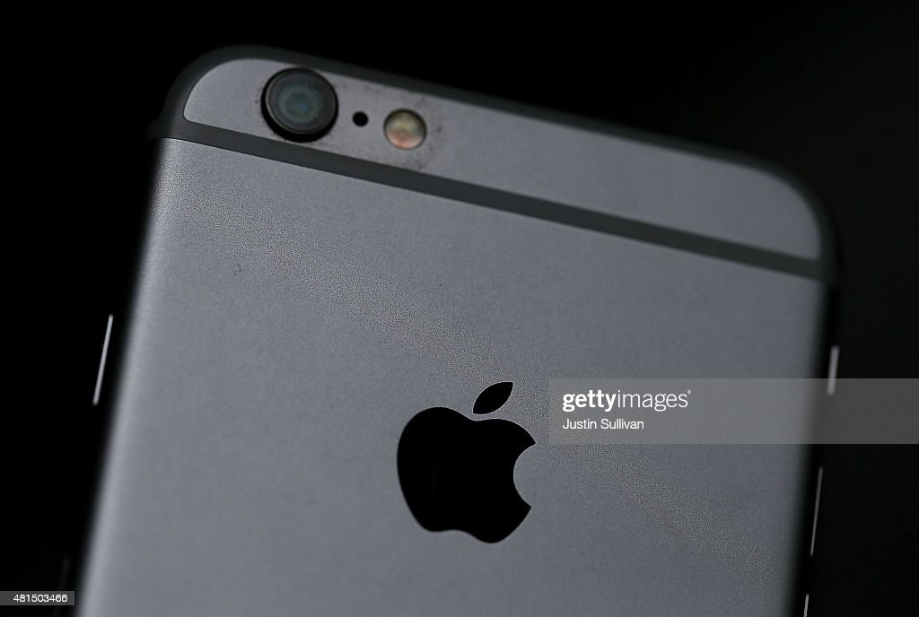 Apple Quarterly Earnings Buoyed By Strong iPhone Sales : News Photo