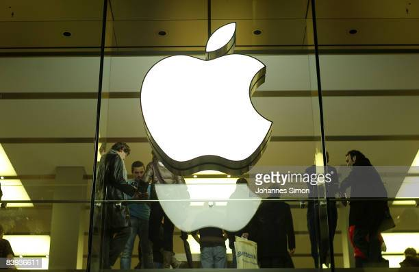 The Apple logo is seen in the Munich downtown pedestrian zone during dawn of the opening day of Germany's first Apple shop on December 6 2008 in...