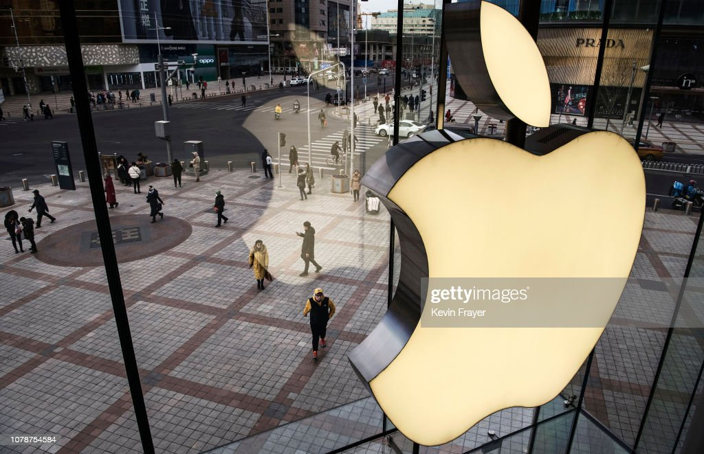 Apple Slashes Revenue Forecast Following Weak Sales In China : Foto jornalística