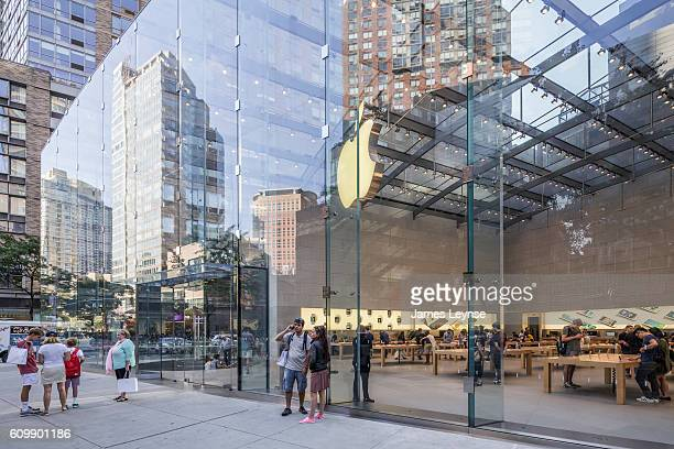 the apple store on broadway - apple computers stock pictures, royalty-free photos & images