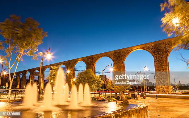 the aqueduct at night, queretaro, mexico - queretaro state stock pictures, royalty-free photos & images