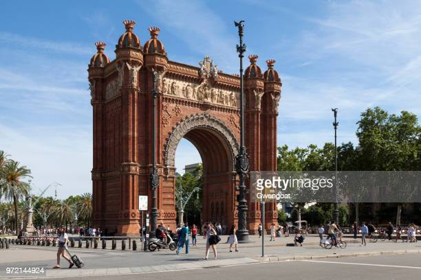 the arc de triomf in barcelona - gwengoat stock pictures, royalty-free photos & images