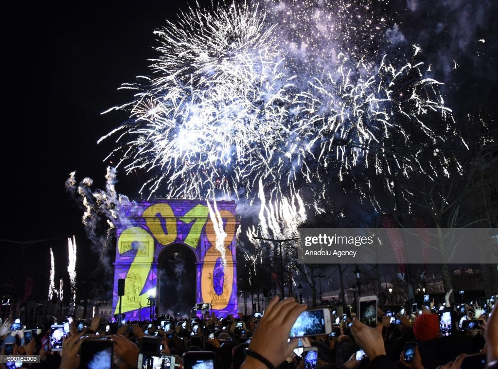 New year's eve in Paris : News Photo