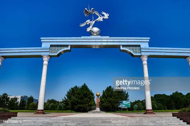 the arch of ezgulik monument in tashkent, uzbekistan - socialism stock pictures, royalty-free photos & images