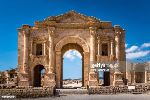 the arch of hadrian, gate of jerash city, jordan - amman stockfoto's en -beelden