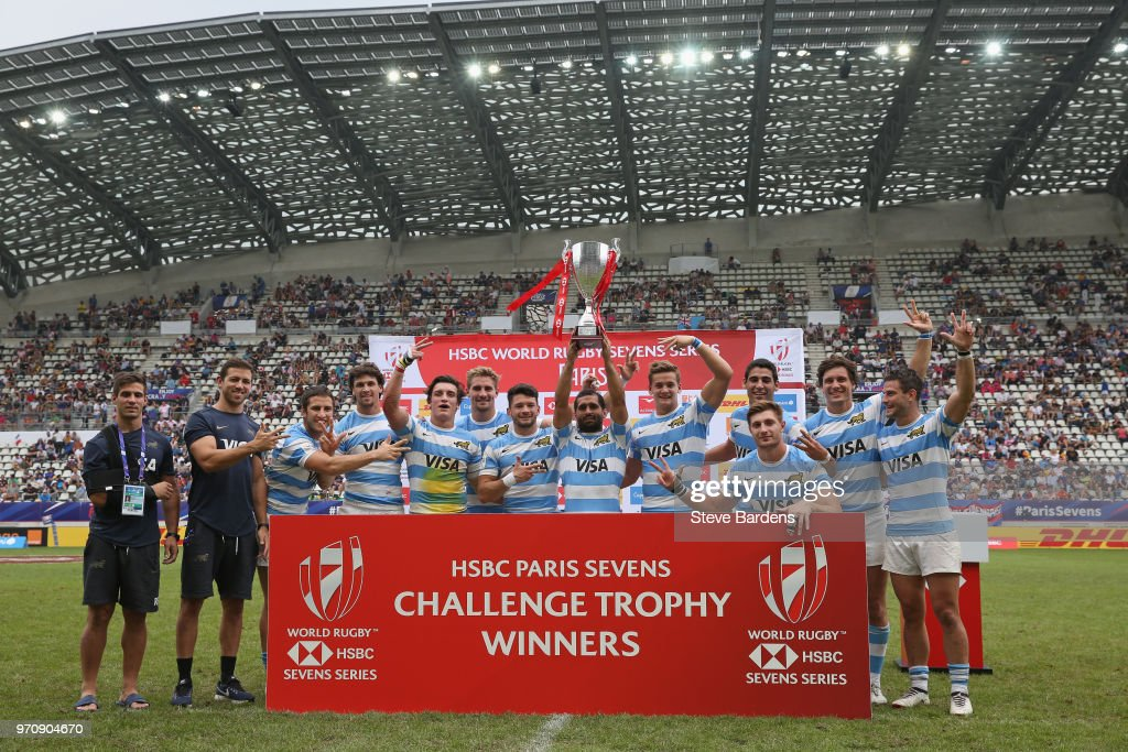 The Argentina players celebrate with the trophy after their victory over Wales after the trophy Final between Argentina and Wales during the HSBC Paris Sevens at Stade Jean Bouin on June 10, 2018 in Paris, France.