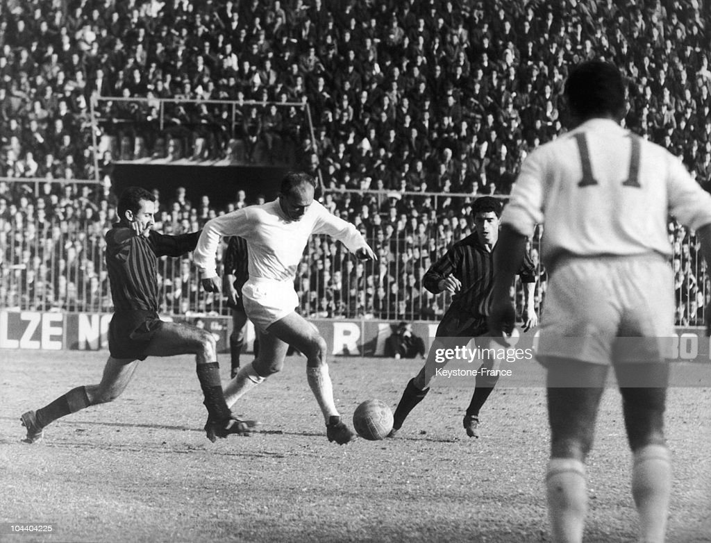 The Real Madrid At The European Cup In 1964 : News Photo
