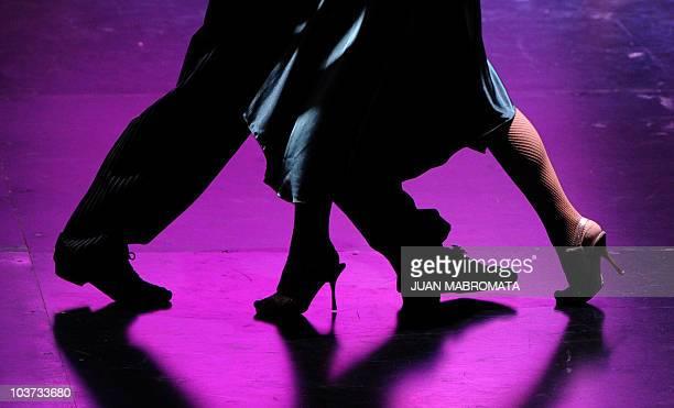 30 Hochwertige Tango De Salon Bilder und Fotos - Getty Images
