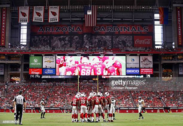 The Arizona Cardinals huddle up during the NFL game against the Philadelphia Eagles at the University of Phoenix Stadium on October 26 2014 in...