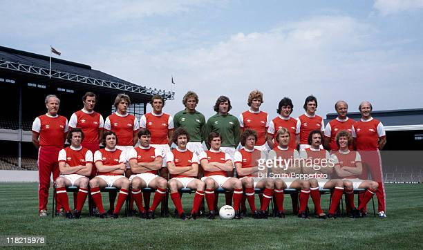 The Arsenal 1st team squad at Highbury August 1978 Back row Wilf Dixon Terry Neill John Devine Sammy Nelson Paul Barron Pat Jennings Willie Young...
