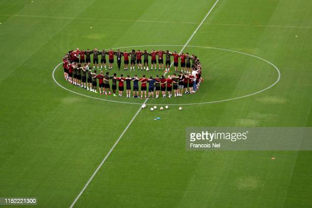 The Arsenal team create a group huddle during an Arsenal training session on the eve of the UEFA Europa League Final against Chelsea at Baku Olimpiya...